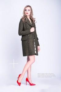 Magas nőknek jó a hosszú blézer, majdnem térdig érő kabát.. Kép: Flikr