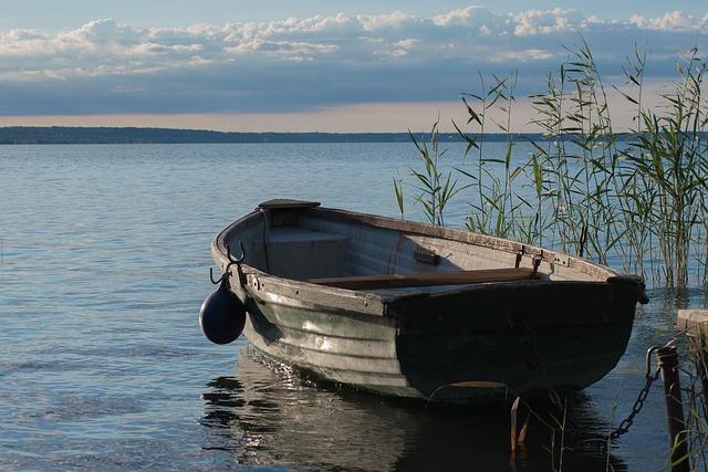 lake-2822394_640