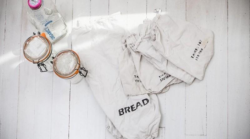 zsákok és üvegek a bevásárláshoz - ebben hozza haza a kenyeret, tejet, szemes árut, húst , Copyright: Michael Clemens