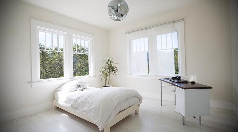A másik fiú szobája - mindkettőben csak ágy, asztal, szék és a kütyük Az egyik fiú szobája, Copyright: Michael Clemens