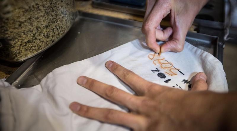 A vászon szatyorra rákerül a szavatossági idő és a tartalma - gondolom, kimosható a felirat, Copyright: Michael Clemens