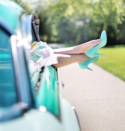womans-legs-887286_640